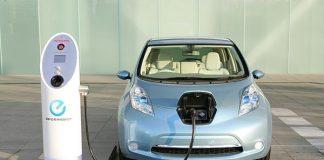 Nissan-leaf-cargando