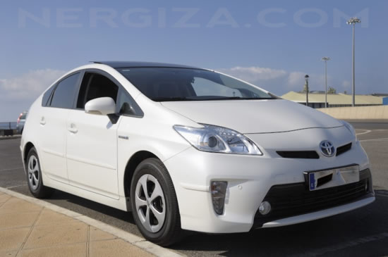 Toyota Prius frente