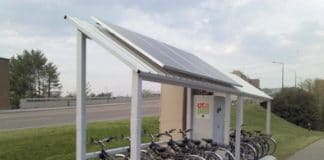 bicicletas electricas cargando con energía solar