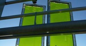 biorreactor de algas dando sombra