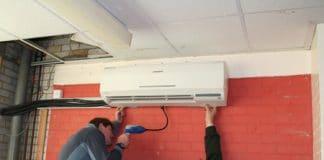 instalando aire acondicionado
