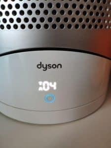 Display de la máquina con una A blanca y un 04 en el display representando la velocidad seleccionada automáticamente