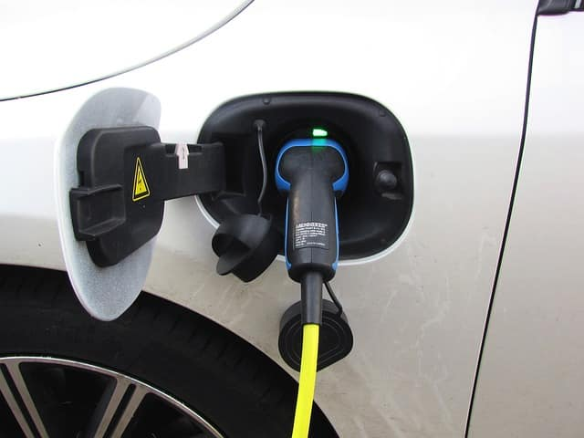 Precio recarga pública - cargar coche eléctrico