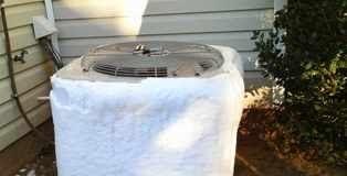 unidad exterior aire acondicionado congelada